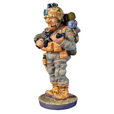 Скульптура Военный, камуфляж