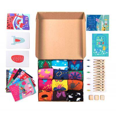 Подарочный набор '12 месяцев', 12 пар тематических носков и авторский календарь, белый