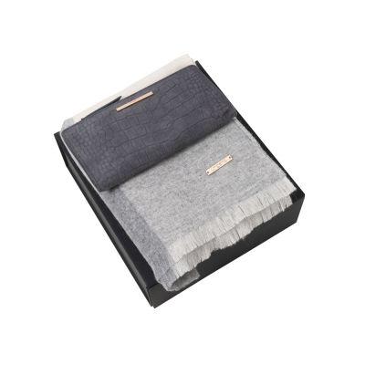 Подарочный набор: шарф шерстяной, кошелек дамский. Ungaro